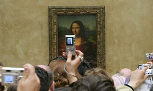 Mona-Lisa-at-the-Louvre-w-008
